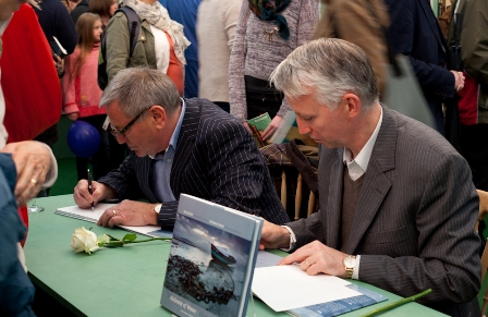 Tony Curtis and Grahame Davies at the book signing